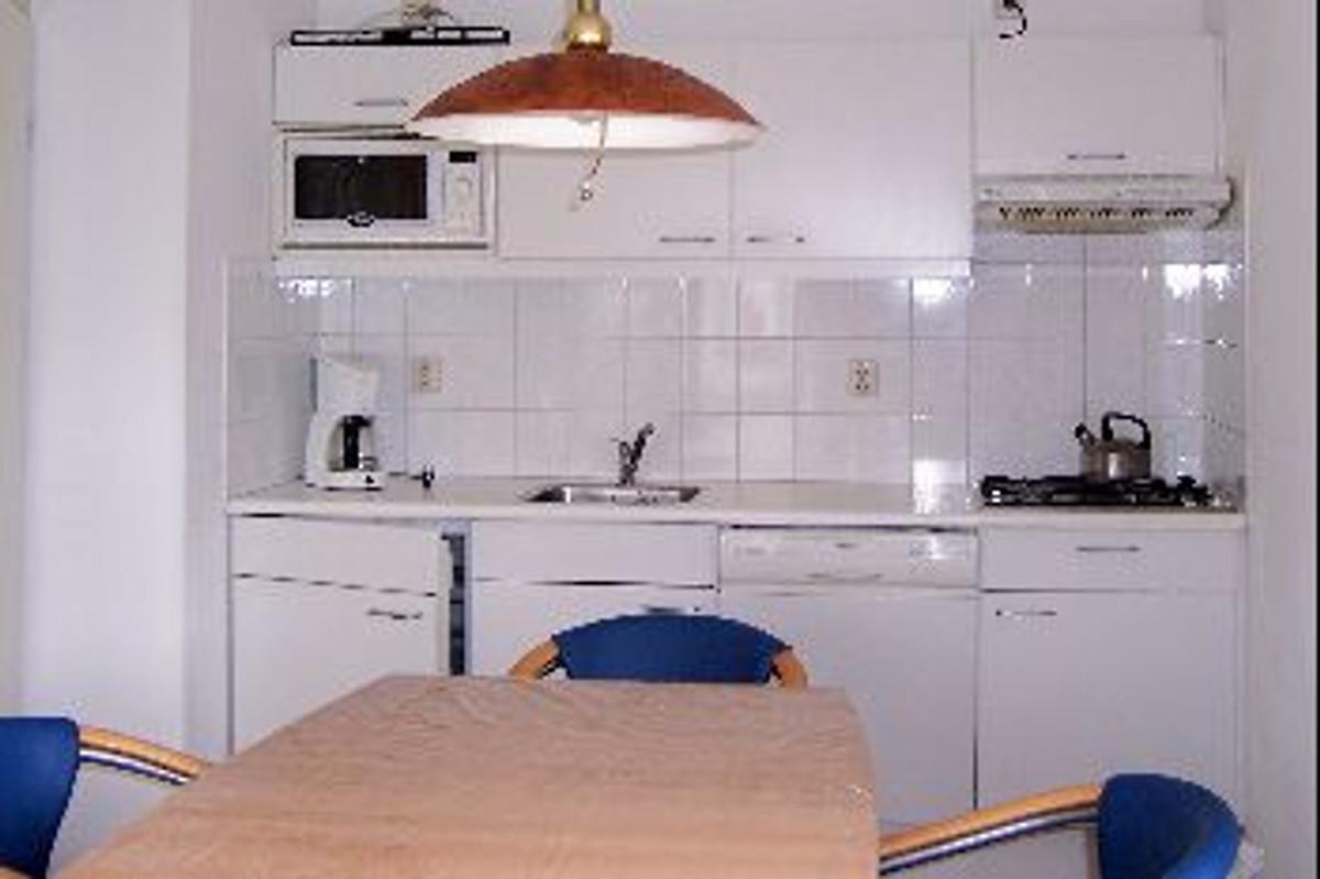 einzelhaus mit garten terrasse ferienhaus in breskens mieten. Black Bedroom Furniture Sets. Home Design Ideas