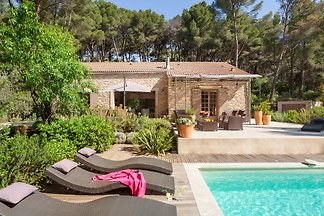 Holiday home in Pernes Les Fontaines