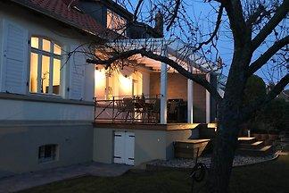 Sie suchen das Besondere? Unser Wohlfühl-Ferienhaus ist ein solcher Rückzugsort im nördlichen Harzvorland für 6 Personen. Hier trifft historischer Charme auf modernes Ambiente.