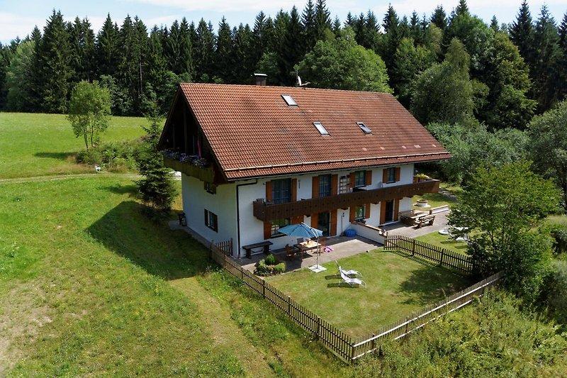 Waldhaus Sonnenberg mit eingezäuntem Garten