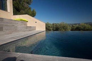 Ferienhaus für bis zu 10 Personen in der Mitte von einem Weinberg am Fuß des Mont Ventoux.