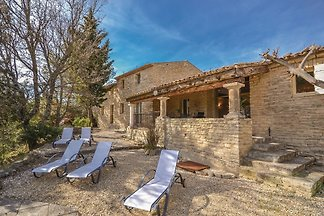 Spacious holiday home in Luberon