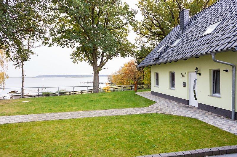 Strandhaus direkt am Ufer der Müritz 30 m