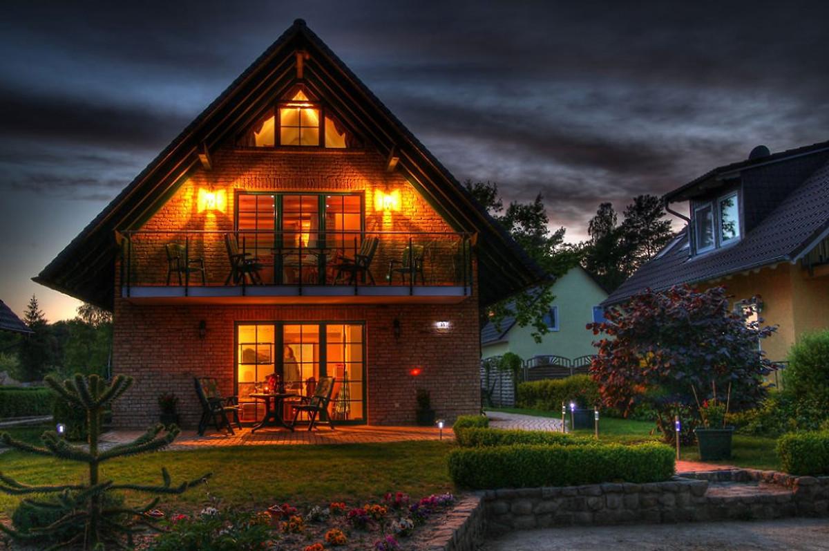Strandhaus modern  Ferienwohnung am Müritzufer 100 m - Ferienhaus in Röbel/Müritz mieten