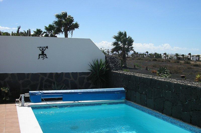 Pool mit Blick Richtung Jachthafen