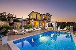 Im Osten Istriens; ein Schritt von Labin und Rabac entfernt, erwartet Sie Villa EmmaMaria.