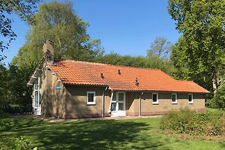 Cosy 6-person holiday home at the bottom of the dunes in Vrouwenpolder. At 3 minutes walking distance from the beach. 100m2 living space on  of land. Dogs are welcome!