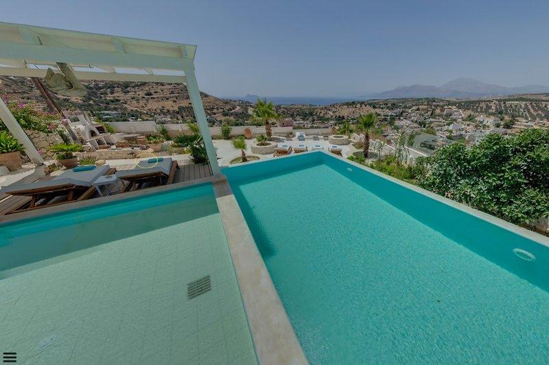 Villa Thea Poolbereich