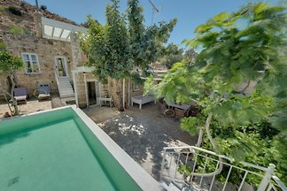 Villa Chrissie Marie with Pool,