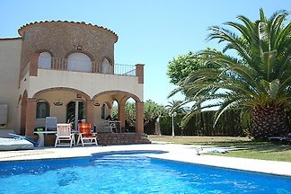 Villa Empuries mit Pool am Kanal