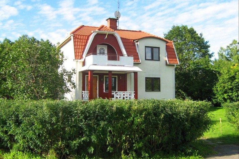 Villa Vänlig von der Strassenseite