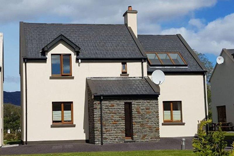 ( the nice holiday home 'Gairdín Beithe')