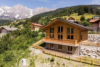 """Ausblick-Lodge"" convinces with a living space of 144 m² for 8 persons with 4 bedrooms, 3 bathrooms, a large kitchen with a magnificent view of the surrounding panorama."