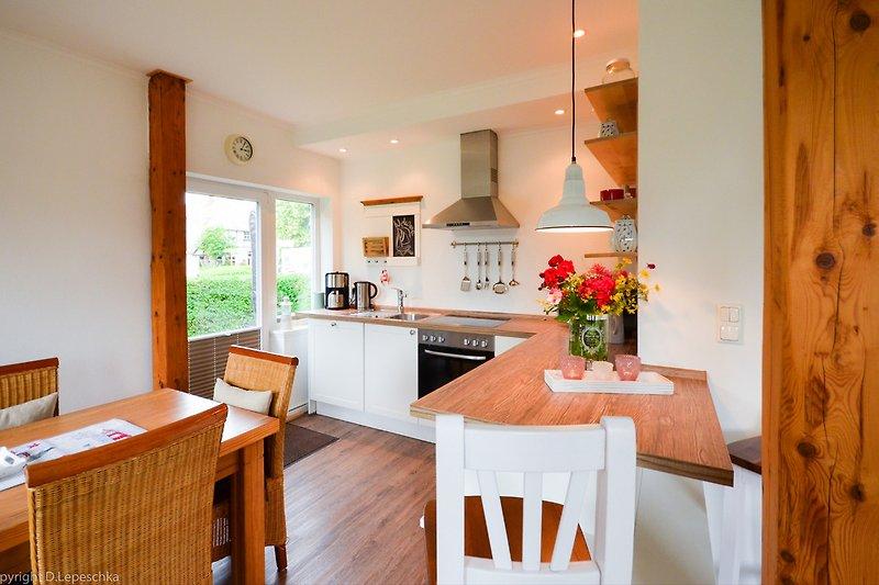 Küchenbereich mit Terrassenzugang