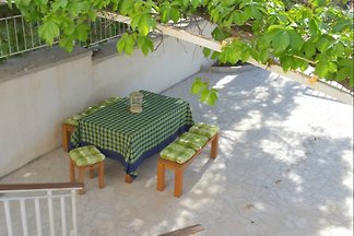 Beautiful house in Pula, with terrace, close beach and sights, pets welcome