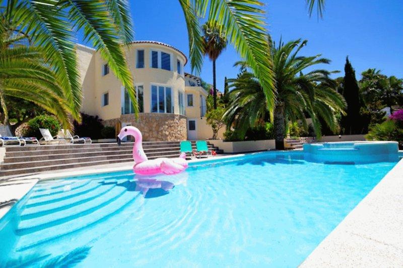 Villa Mandalea mit Pool