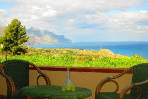 Villa con piscina e vista mare in Scopello - immagine 1