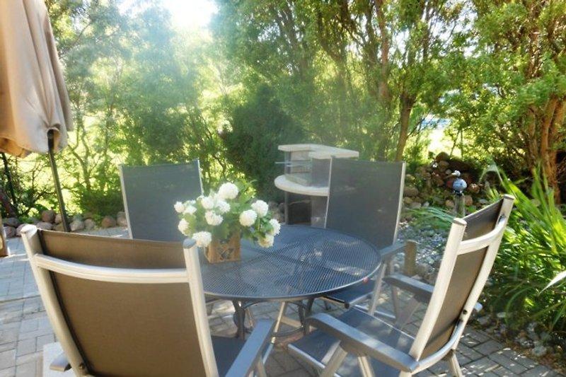 eg fewo boddenblick 80 m zum wasser ferienwohnung in wiek mieten. Black Bedroom Furniture Sets. Home Design Ideas
