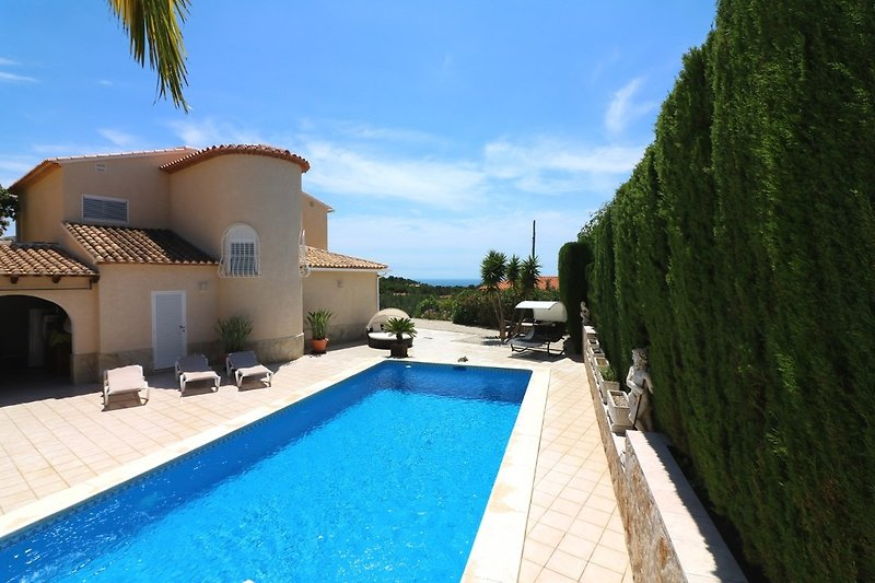 Pool Terrasse mit Meerblick