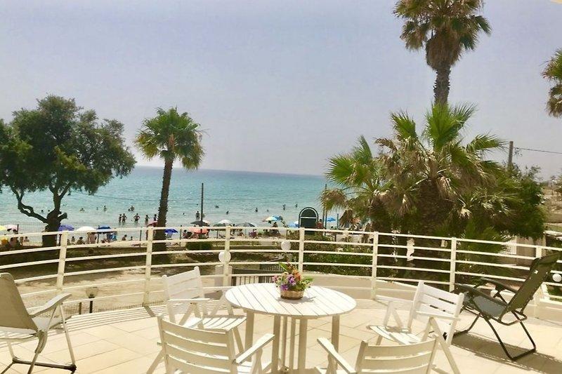 Bardzo duża weranda z widokiem na morze i plażą 5 metrów od plaży i czystego morza