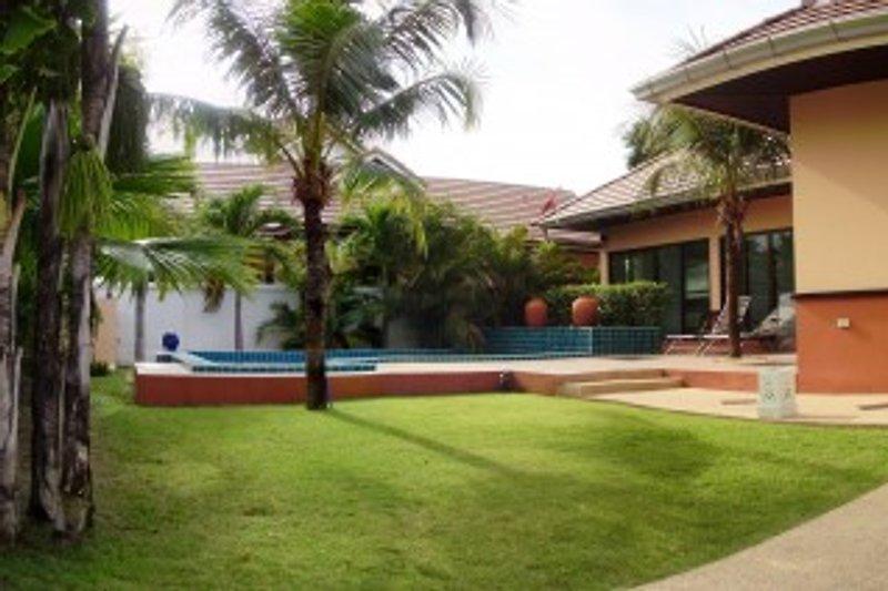 Haus mit eigenem pool ferienhaus in pattaya mieten for Haus mit pool mieten