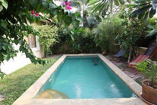 Ferienhaus mit Pool b Pattaya
