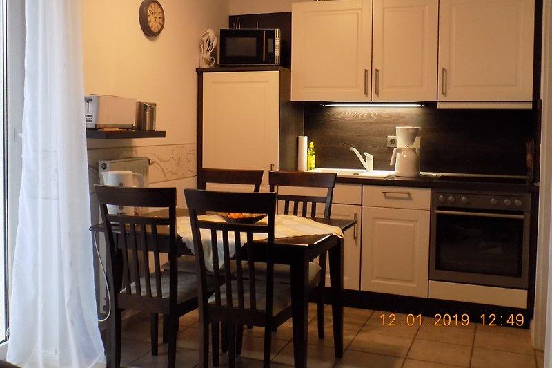 moderne Küche-komplett ausgestattet