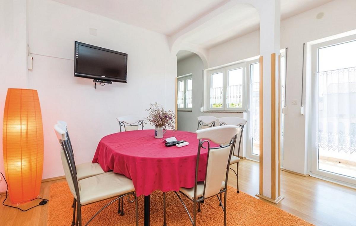 etage wohnung tina bis 8 ferienwohnung in rab stadt mieten. Black Bedroom Furniture Sets. Home Design Ideas