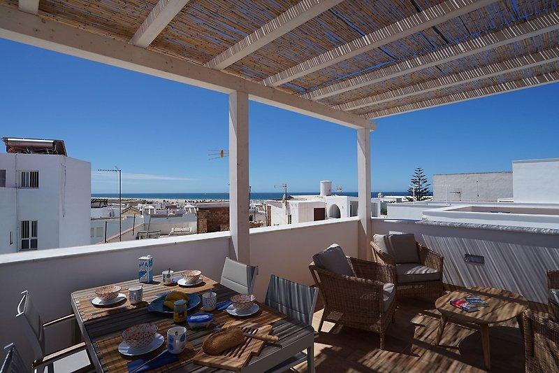 Dachterrasse-Lounge und Essbereich