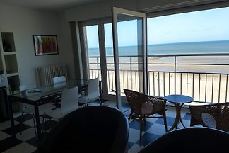 Sealview is a modern holiday apartment in Koksijde on the sea front with a beautiful frontal sea view.