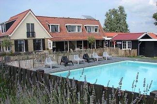 Komfortabler Aufenthalt im schönsten Teil von Friesland, die in der Eigenschaft, die in 20 Personen eingerichtet ist sein kann.
