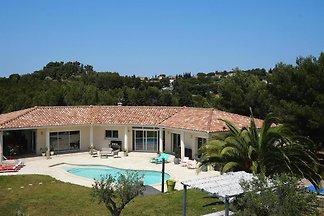 Villa, Saint-Mitre-les-Remparts