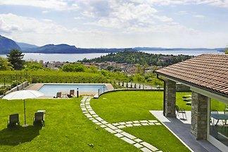 Villa Al Rio, Suna