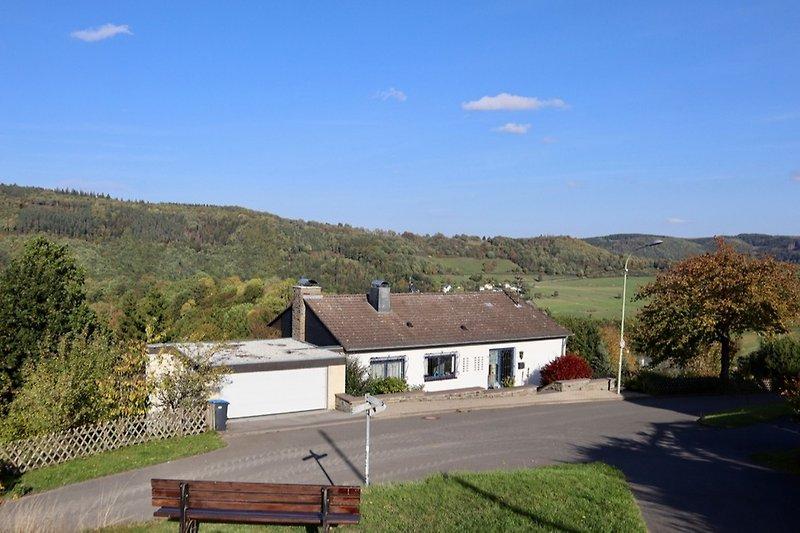 Ferienhaus bit Blick auf Dedenborn