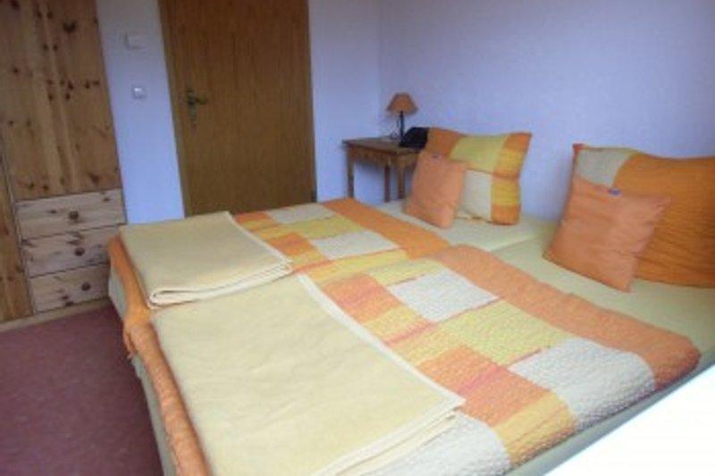 separates Schlafzimmer mit Doppelbett u. Fußbodenheizung