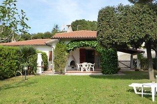 Villa mit Garten, 6 Plätze