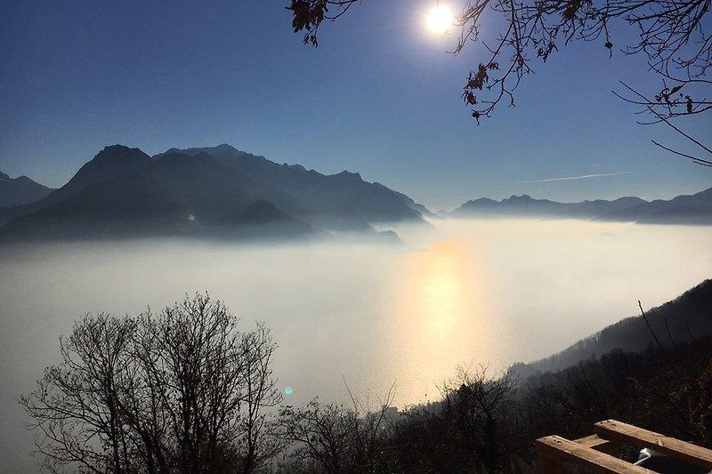 Blick vom Rustico auf den See