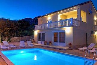 Villa NICA mit pool für 8 Personen