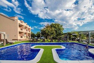 Luxusvilla mit Pool und 6 FeWo