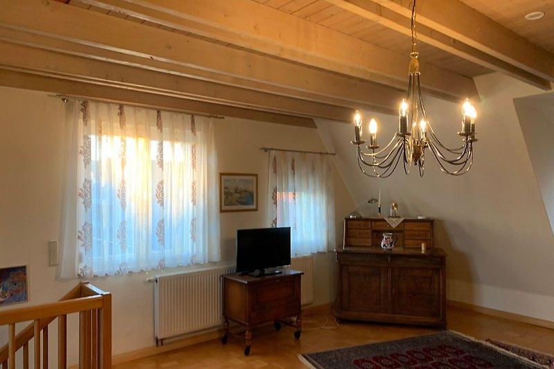 Wohnzimmer im 2. OG mit antiken Möbeln