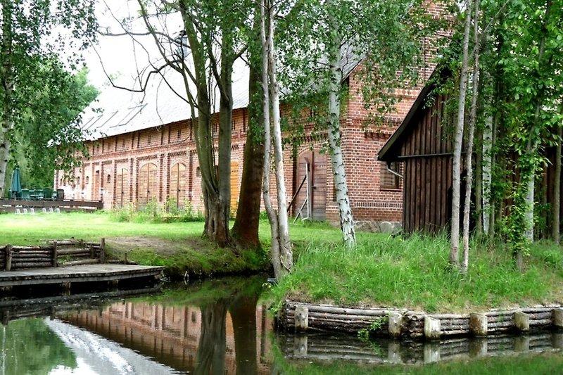 Ferienwohnung im Spreewald in Burg Hausansicht vom Wasser