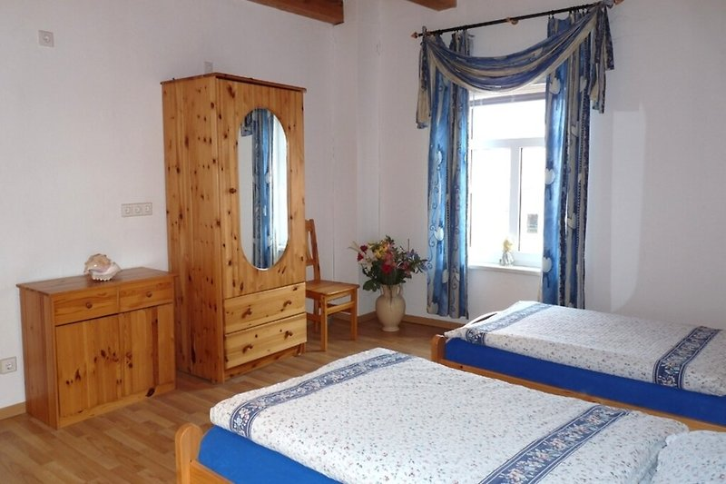 Ferienwohnung auf dem Bauernhof an der Elbe in Cumlosen oberes Schlafzimmer
