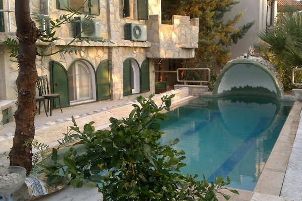 Villa mit Pool in Bodrum - immagine 1