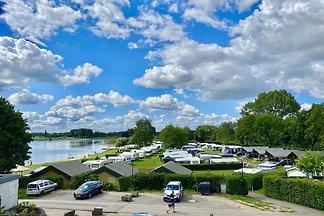 Camping-Stellplatz auf dem saisonalen Feld am...