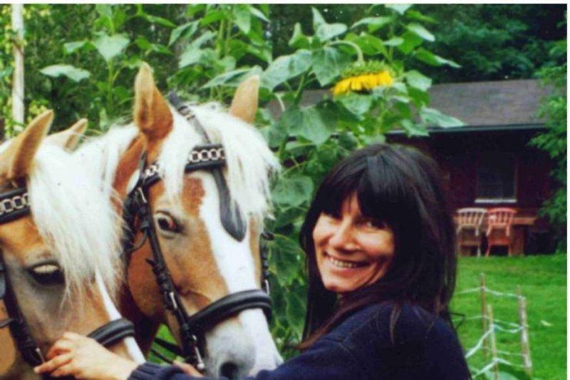 Anne mit den beiden Kutschpferden Mona und Merle