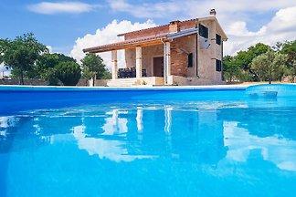 Villa StonePearl mit beheiztem Pool