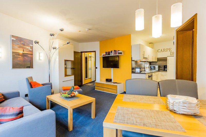 Wonzimmer mit Essecke für 4 Gäste