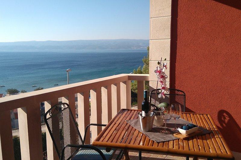 balkon sa pogledom na more