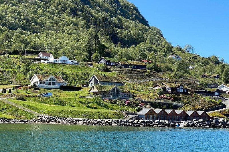 Hanglage direkt am Fjord