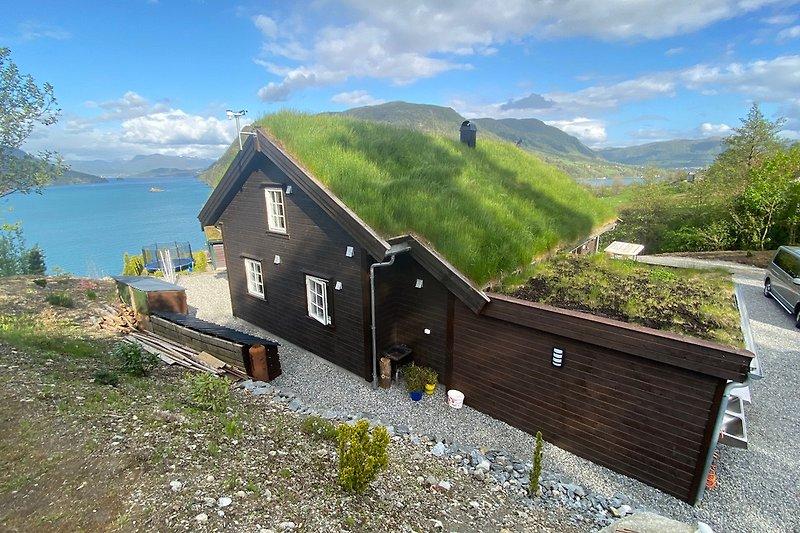 Außenansicht mit Fjordblick